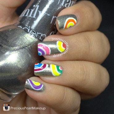 Abstract Circle Nails nail art by Pearl P.