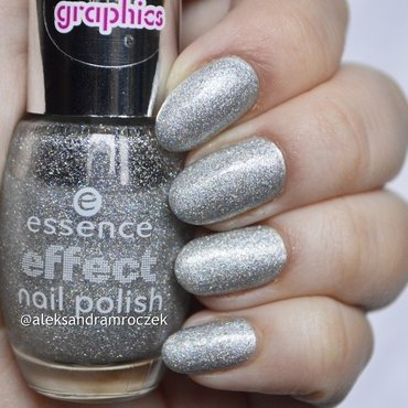 Essence effect nail polish I love magic and Essence Clour & Go 141 icy princess Swatch by Aleksandra Mroczek