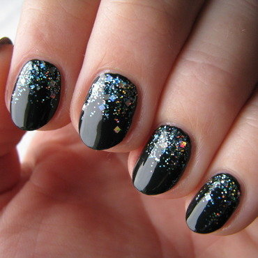 Falling sparks nail art by Nail Crazinesss