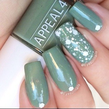 Green & white  nail art by Virginia