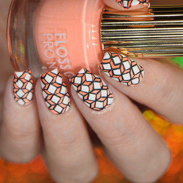 Gradient intricate diamonds nail art by simplynailogical