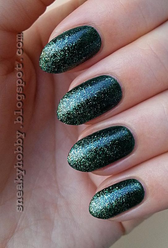 Green Glitter Gradient nail art by Mgielka M