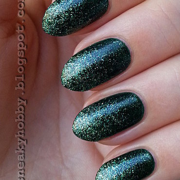 Green Glitter Gradient nail art by Mgielka M