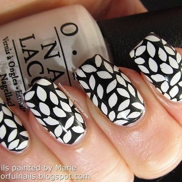 Black 20and 20white 20manicure thumb370f
