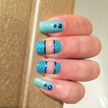 She sells seashells... nail art by Varvara