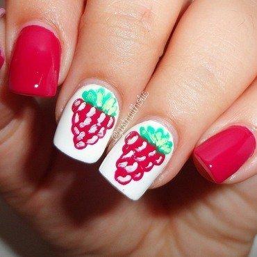 Raspberry nail art by Melany Antelo