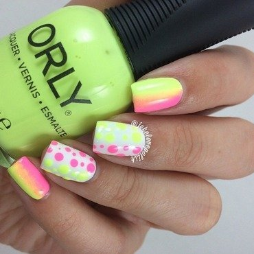 Gradient & dots nail art by Jesmary