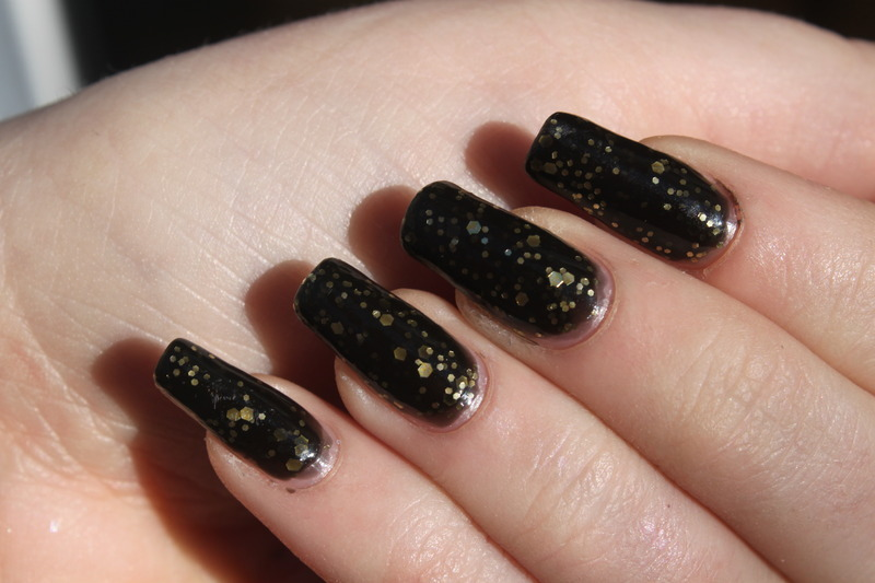 Deborah Lippmann Cleopatra in New York Swatch by Elizabeth Hemingway