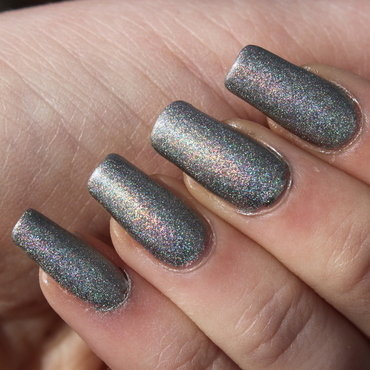 Metallic Hologram Layering nail art by Elizabeth Hemingway