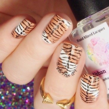 'Tiger' nails nail art by Lou