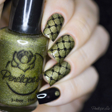 Stamping Nails nail art by Penélope Luz