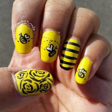 Summer Bzzzz  nail art by Jaya Kerai