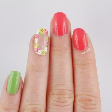 Flower Crown Nails nail art by Ann-Kristin