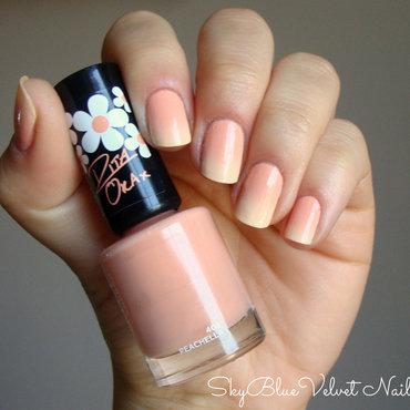 Peach gradient nail art by Sky Blue Velvet Nails