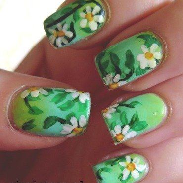 Spring daisy  nail art by theCieniu