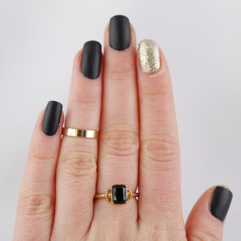 Matt Black - Gold Accent nail art by Ann-Kristin - Nailpolis: Museum ...