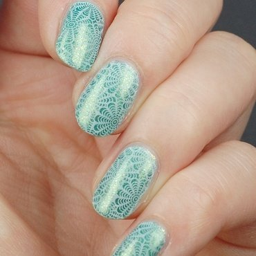 Magic Sparkling Sea is and UC  nail art by Yasinisi