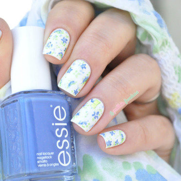 fresh summer flowers nail art by nathalie lapaillettefrondeuse