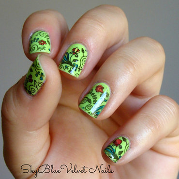 Tiny flowers. nail art by Sky Blue Velvet Nails