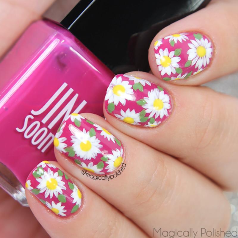 Daisies nail art by Ana