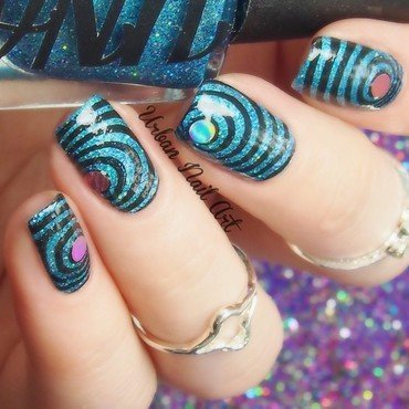 'Circles' manicure nail art by Lou