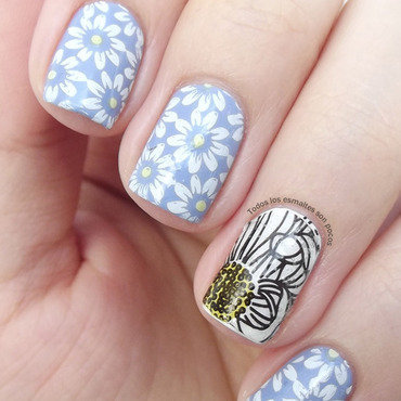 Flowers nail art by Maria