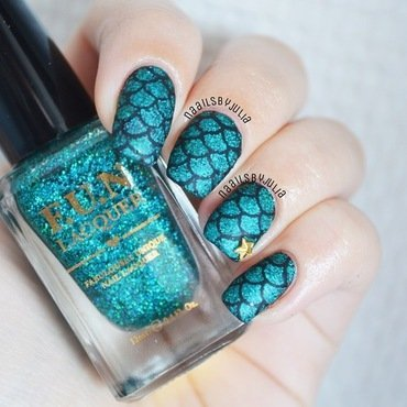 Mermaid scale matte version nail art by Julia