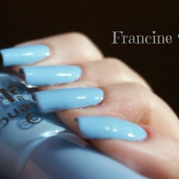 Essence The Gel BLUE BUBBLE DI BLUE Swatch by Francine