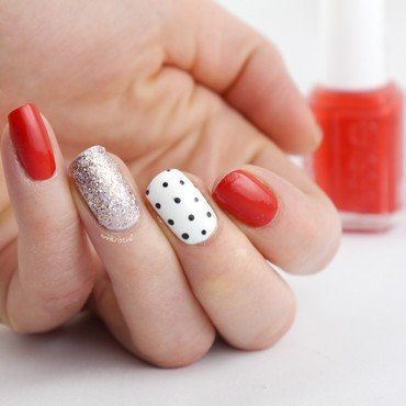 Red White Dotticure nail art by Ann-Kristin
