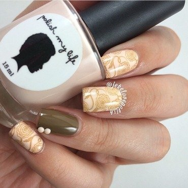 Nude flowers 🌸 nail art by Jesmary