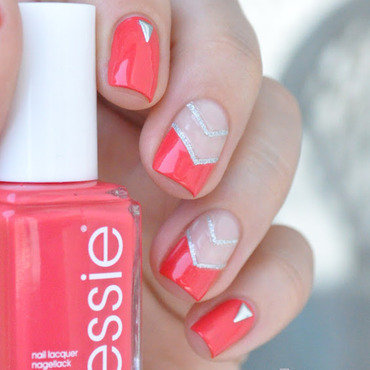 Essie 20sunset 20sneaks 20triangle 20nail 20art 20paillette 205 thumb370f