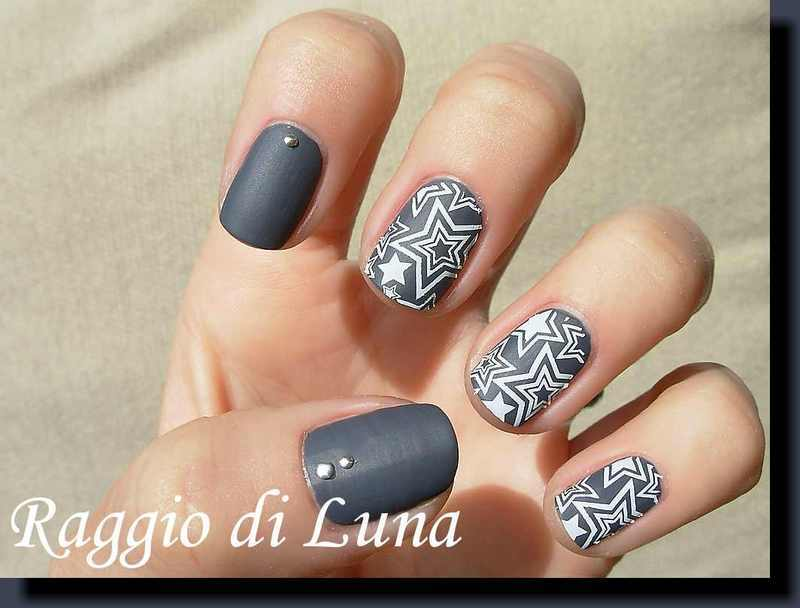 Stamping: White stars on matte grey nail art by Tanja