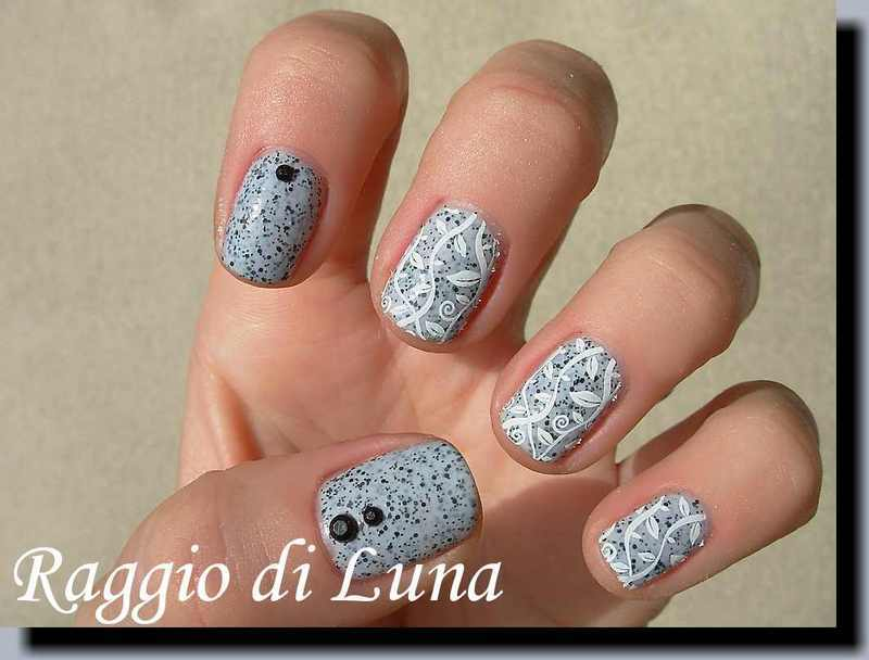 Stamping: White leaves on dotted light grey nail art by Tanja