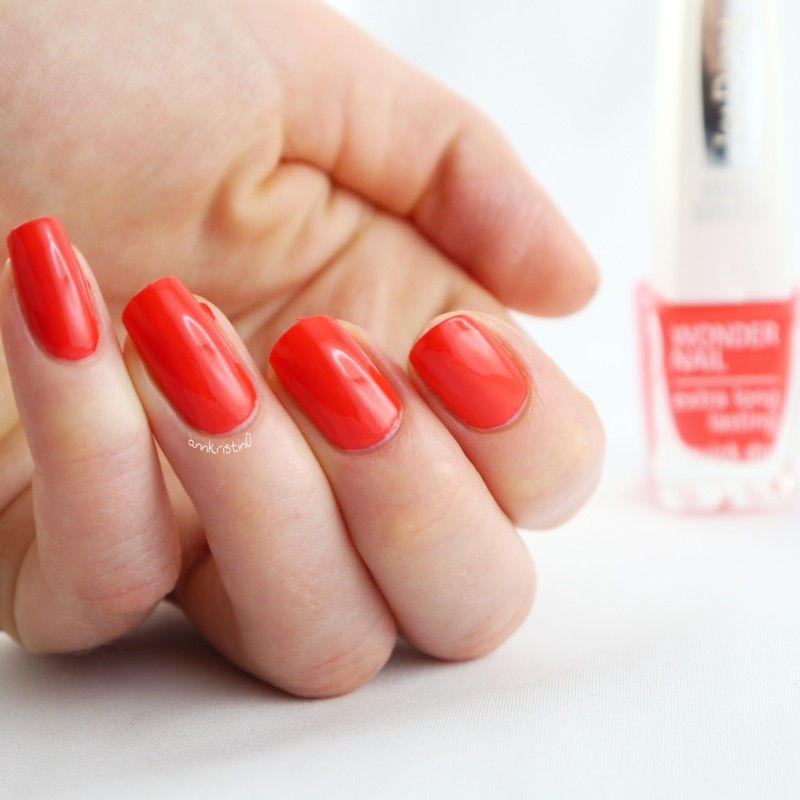 Isadora Happy In Red Swatch by Ann-Kristin