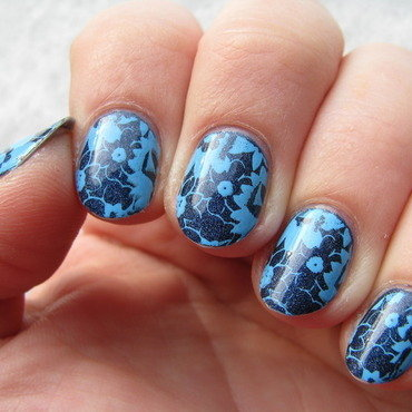 Blue flowers nail art by Nail Crazinesss