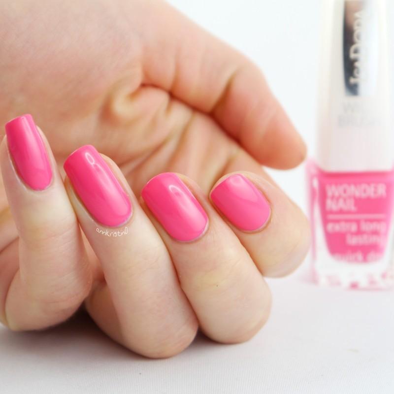 Isadora Pink Pulse Swatch by Ann-Kristin