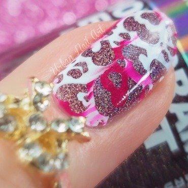 Nail Kit#6 in action, microshot nail art by Lou