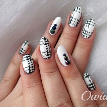 Black and white plaid nails  nail art by Owidia