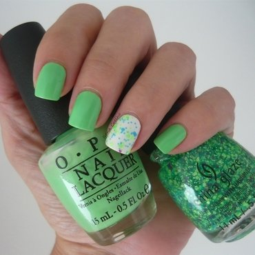 neon green nail art by Ilana Coelho