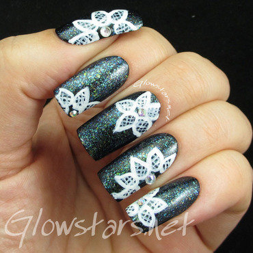 Lace on multichrome flakies nail art by Vic 'Glowstars' Pires