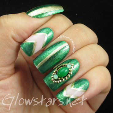 Green and gold skittles nail art by Vic 'Glowstars' Pires