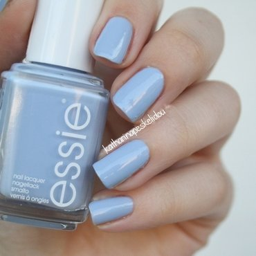 Essie salt water happy Swatch by katharinapeskelidou