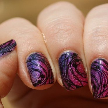 rasberry on circles nail art by Pmabelle