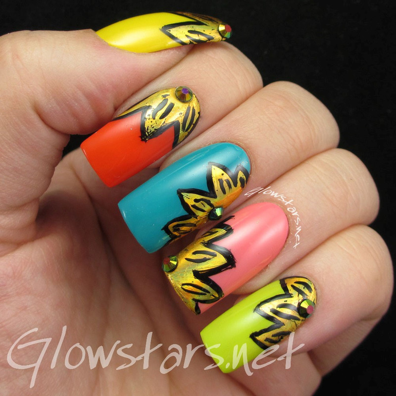 Foil Flowers nail art by Vic 'Glowstars' Pires
