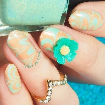 Watermarble nail art by Lou