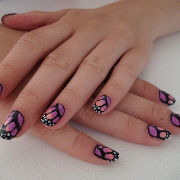 Butterfly Wings nail art by Sophie Mácsay