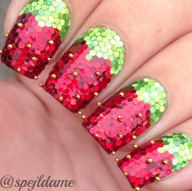 Sparkly Strawberries nail art by Sparkly Nails by Spejldame