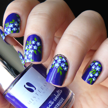 Blue Lawn nail art by Ewlyn