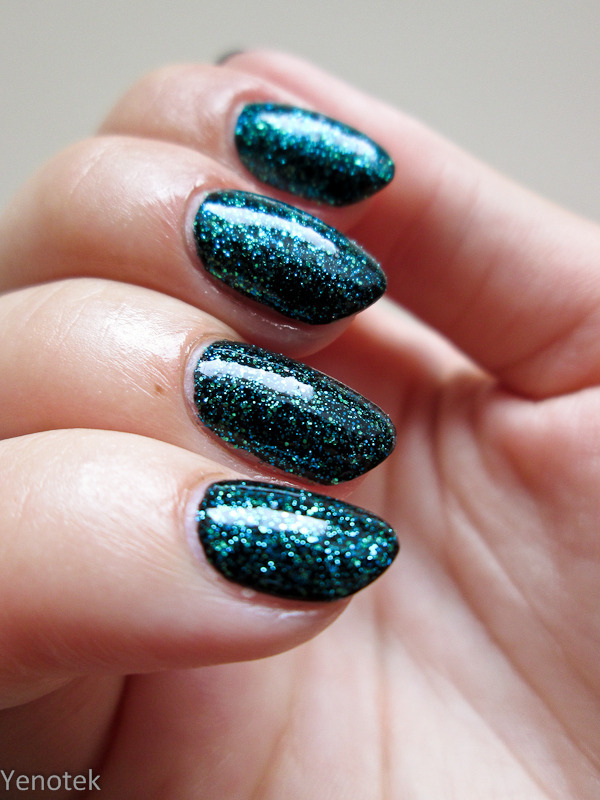 Teal gliter by H&M nail art by Yenotek