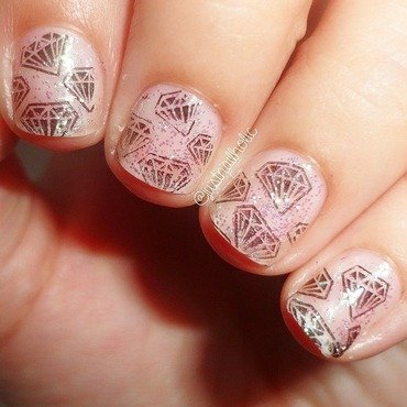 Stamping Diamond nail art by Melany Antelo